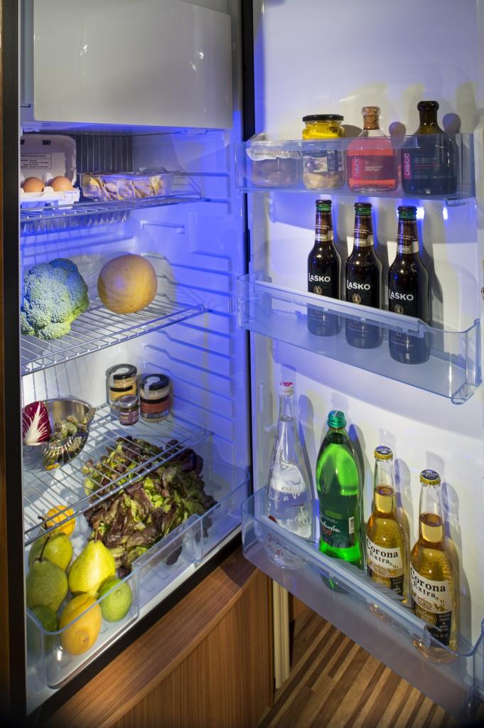Stort 190 L køleskab med frostboks