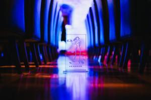 Den ærefulde Adria Award i form af en glasstatuette